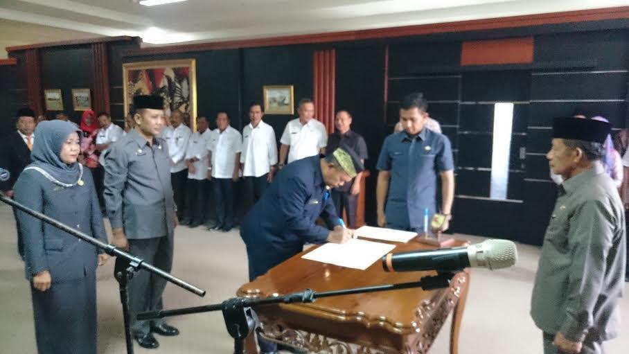 Pelantikan 16 pejabat esselon II di lingkungan Pemkab Tulangbawang Barat, Kamis, 22/1/2016. | Buhari/Jejamo.com