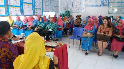 Kunjungan tim pembina Kesrak KB Provinsi Lampung di Kelurahan Kedaung, Jumat, 15/01/2016. | Sugiono/Jejamo.com