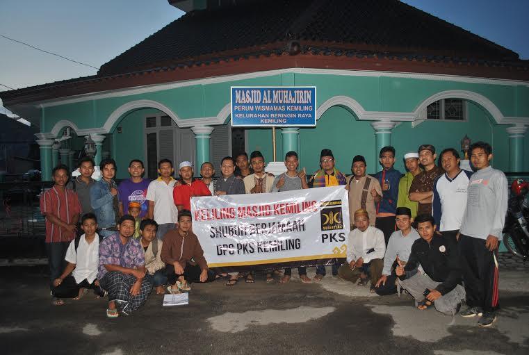 Kader DPC PKS Kemiling Bandar Lampung usai sholat subuh berjamaah di Masjid Al Muhajirin Perum Wisma Mas Estate, Minggu, 10/1/2016. | Ist.
