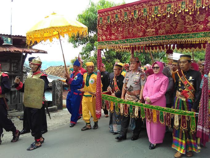Penyambutan kedatangan Kapolda Lampung Brigjen Ike Edwin, di depan Markas Komando Direktorat Narkoba Polda Lampung, Kamis, 14/ 01/2016. | Andi Apriadi/Jejamo.com