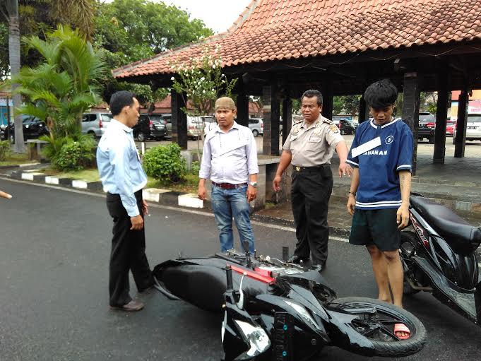 Rekontruksi Penusukan yang di gelar di halaman Polresta Bandar Lampung, Selasa, 19/01/2016. | Andi Apriadi/Jejamo.com
