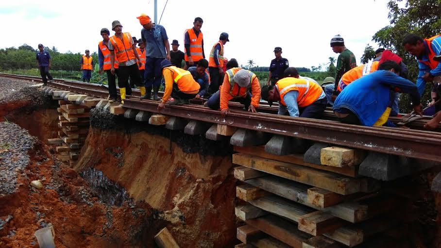 Rel Kereta Api Amblas, Jalur Lampung-Palembang Terputus