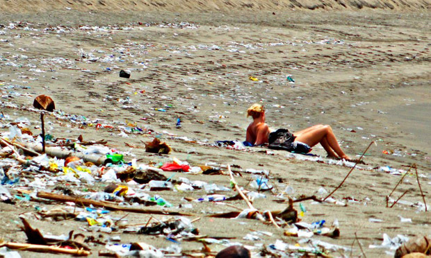 325 Ton Sampah Penuhi Pantai Kuta Usai Perayaan Tahun Baru