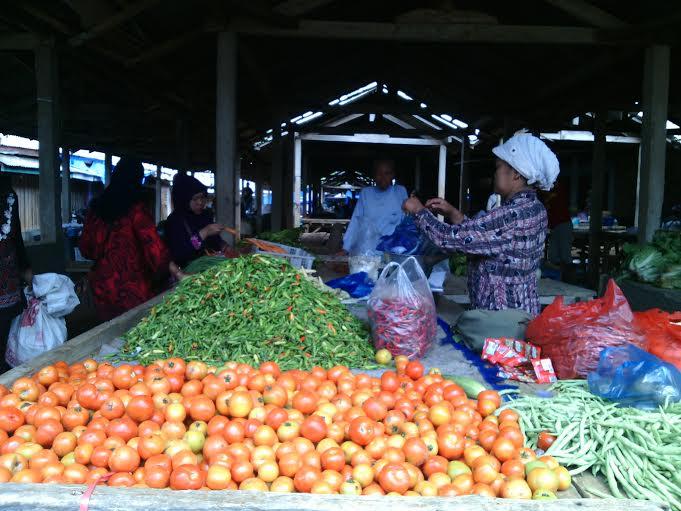 Sejumlah harga sembako di Pasar Margatiga Lampung Timur mengalami kenaikan di awal tahun 2016. | Parman/Jejamo.com