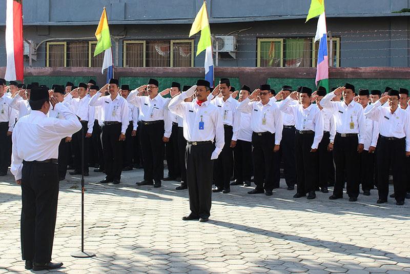 Februari, PNS Metro Wajib Kenakan Seragam Hitam Putih dan Pakaian Dinas Adat Lampung