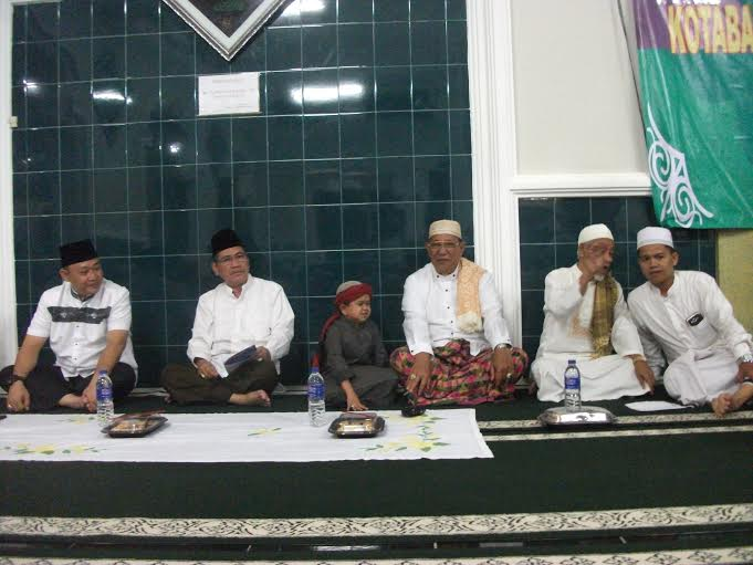 Gerimis Tak Halangi Warga Bandar Lampung Saksikan Ustaz Mumuy