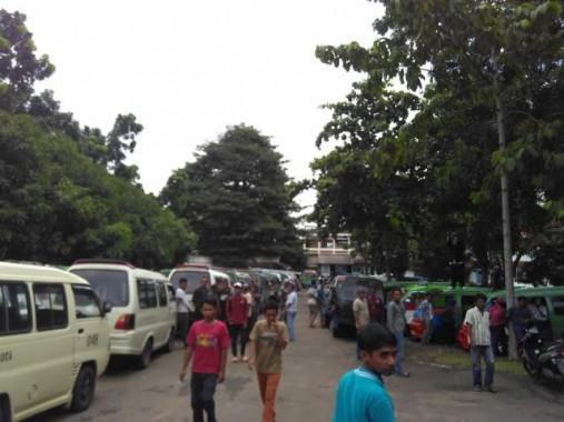 BREAKING NEWS: Ratusan Sopir Angkot Bandar Lampung Demo