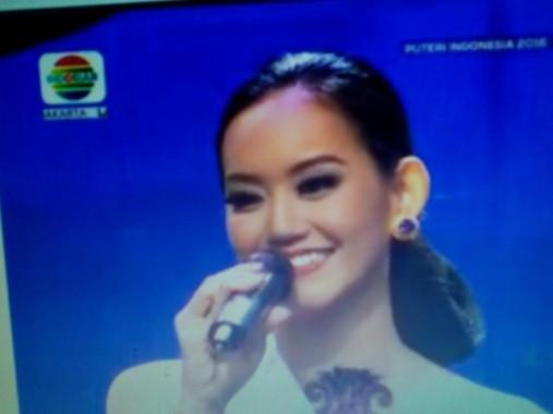 Felicia, finalis Putri Indonesia asal Lampung saat menjawab pertanyaan juri, Jumat malam, 19/2/2016, dan ditayangkan Indosiar. | Adian Saputra/Jejamo.com