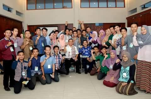 Penjabat (Pj) Walikota Metro Achmad Chrisna Putra dan para peserta Intermediate Training (LK II) tingkat Nasional, Himpunan Mahasiswa Islam Cabang Kota Metro | Tyas/jejamo.com