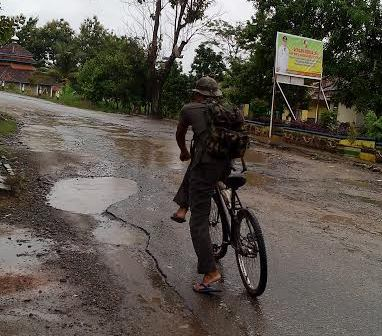 Jalan St Pesirah Abung Kotabumi Lampung Utara Rusak Parah