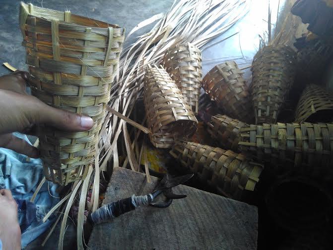 Keranjang Bibit, hasil  kerajinan tangan dari anyaman bambu yang digunakan sebagai tempat untuk menaruh bibit tanaman yang biasa dijajakan di daerah kecamatan Pekalongan Lamtim | Wahyu/jejamo.com