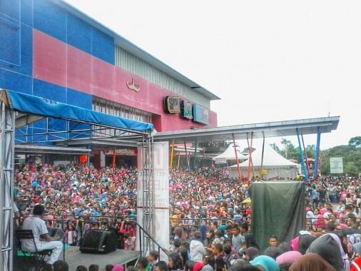 Jelang Lesti D'Academy Tampil di Ramayana Robinson Bandar Lampung, Penonton Berdesakan