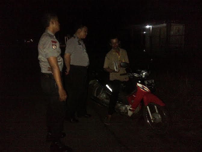 Cegah Aksi Kriminal, Polsek Gunung Pelindung Lakukan Patroli Malam