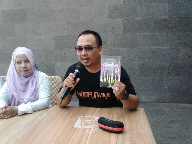 Pemimpin Redaksi Jejamo.com Adian Saputra, penulis Novel Ghandaru | Sigit/jejamo.com