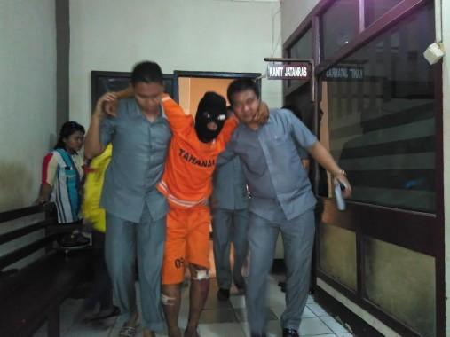 Tersangka pencuri spesialis motor dan penjambret, Irfan, dalam ekspose di Polresta Bandar Lampung, Selasa, 2/2/2016. | Andi Apriyadi/Jejamo.com
