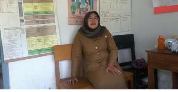 Yulia Susanti, Amd.keb di tempat kerjanya | Mukaddam/jejamo.com