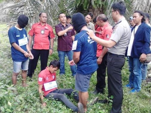 Rekonstruksi pembunuhan bocah M Jaya Pratama oleh NR dan MR, Kamis, 4/2/2016, di Bunga Mayang, Lampung Utara. | Ist