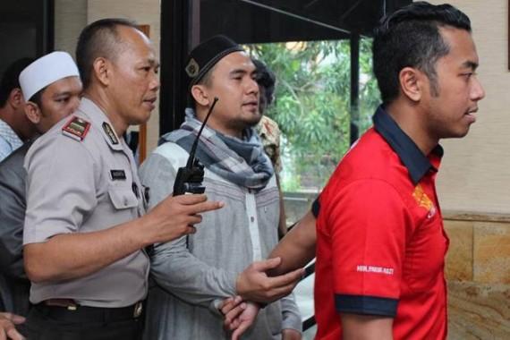 Donat dan Jengkol untuk Saipul Jamil di Penjara