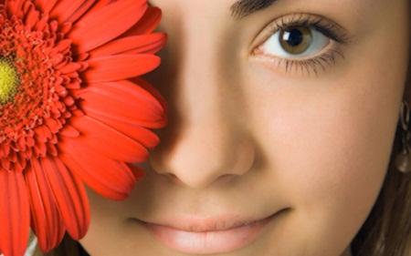 Hindari 5 Kebiasaan Buruk Ini Agar Wajah Tetap Awet Muda