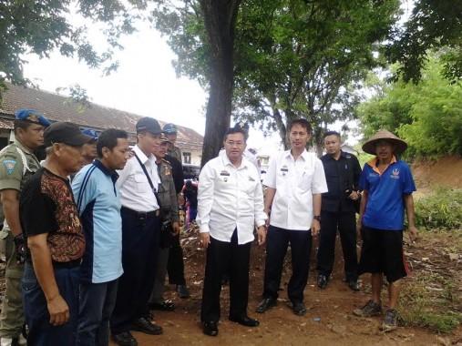 Wakil Bupati Lampung Utara Sri Widodo (tengah). | Lia/Jejamo.com
