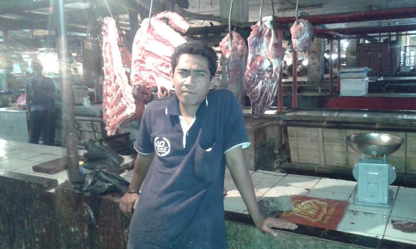 Sahjunri, salah satu penjual daging sapi di plaza Bandarjaya Lampung Tengah. | Adrian Arlambang/Jejamo.com