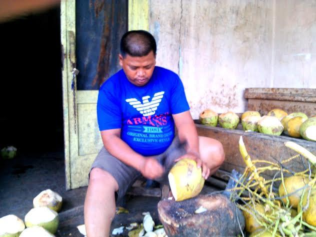 Firmansyah, pemilik es dugan madu di Lampung Utara. | Rengki/Jejamo.com