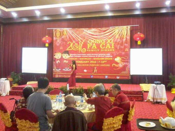 Rayakan Imlek, Hotel Horison Lampung Bagi-bagi Angpao Keberuntungan
