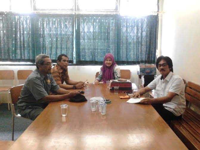 Armed, Koordinator Oprasional (kiri), Yesi Elvasari Kasubag TU, Pujianto Koordinator Alokasi Air (kanan depan), Firmansyah Kasatlak Pulung Kencana (kanan blakang) | Lia/jejamo.com
