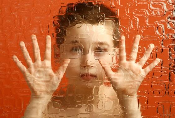 Mengenal Gejala Autisme Anak Sejak Dini