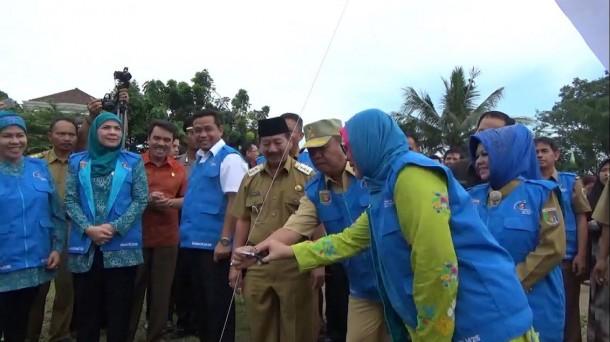 Si Cantik Indah di Bandar Lampung Ini Bawa Keponakan Imunisasi Polio