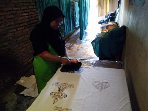 Batik Tulis dan Cap, Harapan Para Ibu Rumah Tangga di Metro