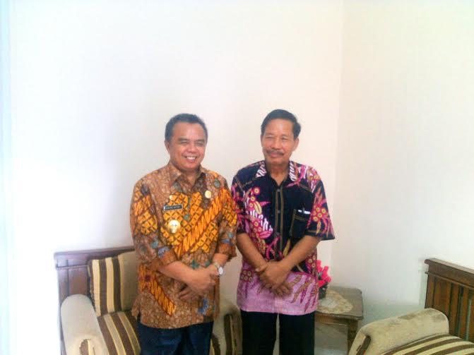 Wakil Bupati Edward Antony (kiri) dan Kepala Biro Buhairi Aidi | Rengki/jejamo.com