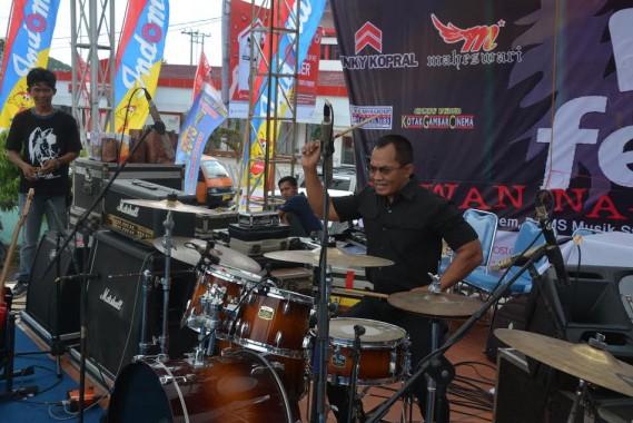Danrem 043/Garuda Hitam Kolonel Infanteri Joko P Putranto membuka Festival Musik Pelajar 2016 yang memperebutkan piala bergilir Gubernur M. Ridho Ficardo, Minggu, 20/3/2016 di Lapangan Saburai. | Ist