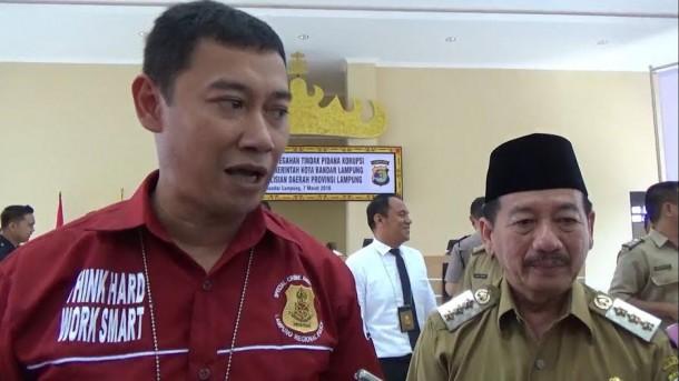 Kombes Pol Dicky Patria Negara, SH SIK, bersama Wali Kota Bandar Lampung Herman HN, usai acara sosialisasi pencegahan tidak pidana | Sigit/jejamo.com