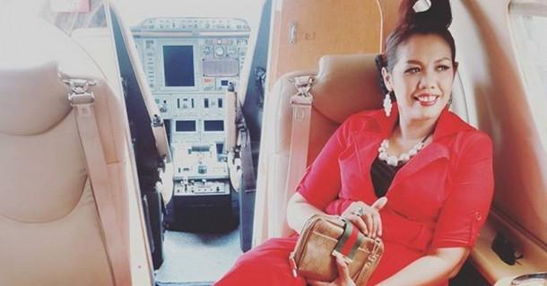 Heboh Elly Sugigi Pamer Foto di Jet Pribadi