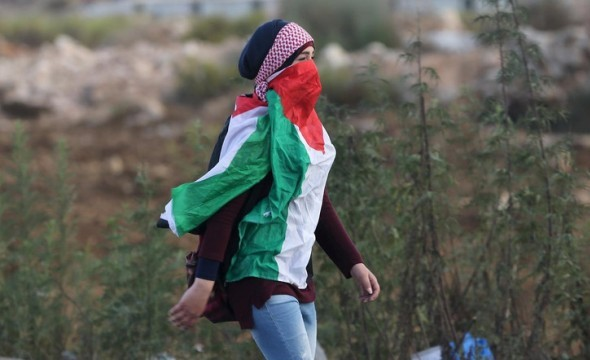 Gadis Palestina Nekat Menusuk Polisi Israel