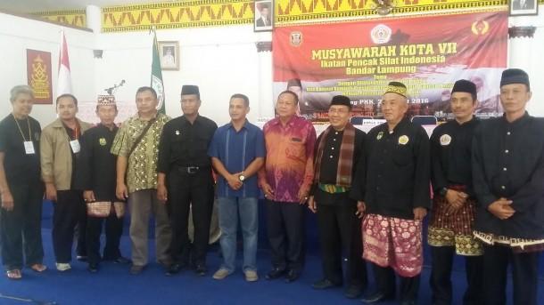Dedi Amrullah (tengah berbatik) terpilih ketua IPSI Bandar Lampung, Sabtu, 26/3/2016. | Arif Wiryatama/Jejamo.com