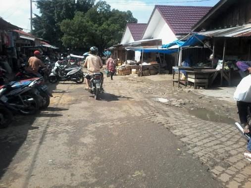 Jalan Pasar Sentral Kotabumi