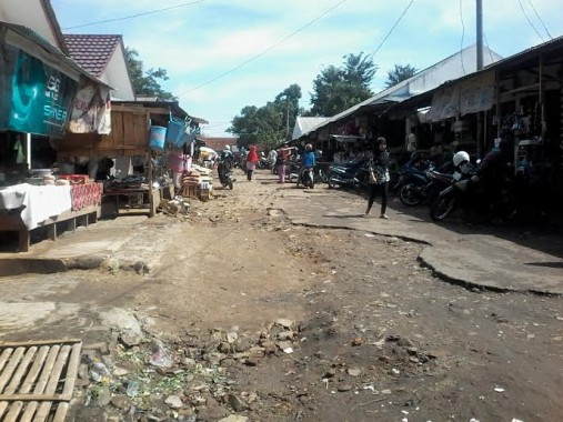 Jalan di Pasar Sentral Kotabumi