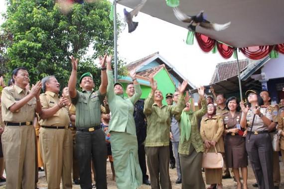 Wali Kota Metro Resmikan Kampung KB di Hadimulyo Barat