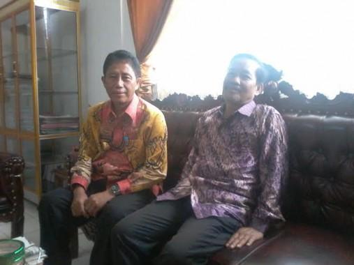 Kepala Badan Kesbangpol Lampung Utara Pirmansyah (kiri) dan Kepala Biro Jejamo.com Buhairi Aidi | Mukaddam/jejamo.com