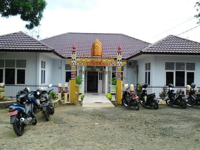 Distako Lampung Utara Pasang Lampu Jalan