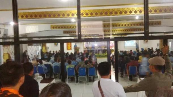 Satuan Polisi Pamong Praja Pemkab Lampura melarang sejumlah wartawan meliput  Musyawarah Perencanaan Pembangunan (Musrenbang) setempat di Aula Tapis Pemkab setempat, Kamis, 17/3/2016. | Lia/Jejamo.com