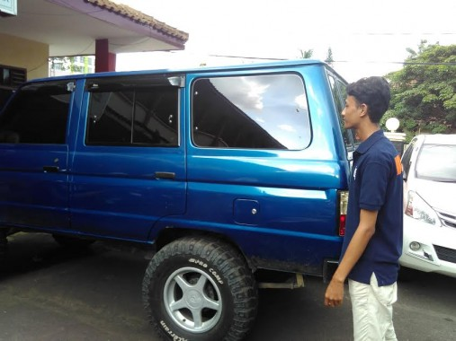 Inilah kendaraan yang digunakan para tersangka membuang korban Dwiki Dwi Sopyan ke Sumurputri, Bandar Lampung. Jenazah siswa SMKN 2 Bandar Lampung itu ditemukan Senin lalu dan dimakamkan Selasa kemarin. Olah TKP dilakukan hari ini. | Andi Apriyadi/Jejamo.com