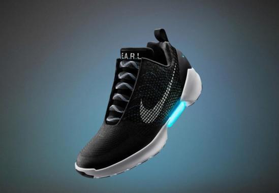 Nike Rilis Sepatu yang Bisa Kencangkan Tali Otomatis