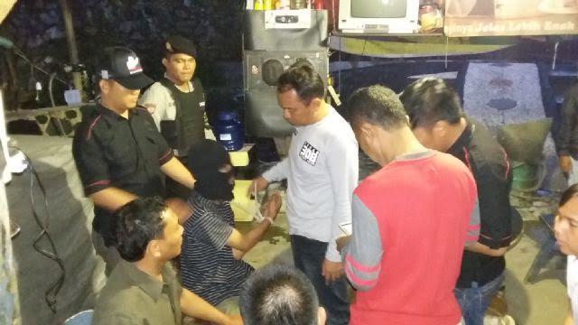 Petugas Kepolisian Polresta Bandar Lampung melakukan olah TKP di Jalan ZA Pagar Alam, tepatnya di Samping Karaoke Star Rock, Selasa malam | Andi Apriyadi