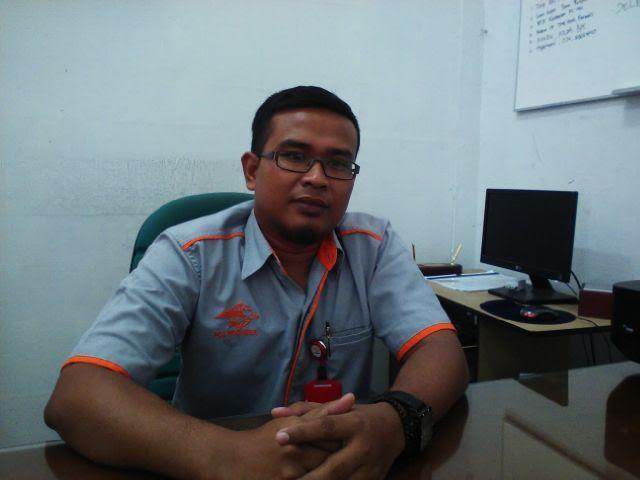 Manajer Pemasaran PT Pos Indonesia cabang Pahoman, Bandar Lampung, Ahmad Rosadi saat ditemui Jejamo.com di ruang kerjanya, Kamis 3/3/2016 | Tama/jejamo.com