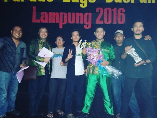Wakil Pringsewu berprestasi dalam Parade Lagu Daerah Lampung, Sabtu malam, 12/3/2016, di kabupaten setempat. | Ist