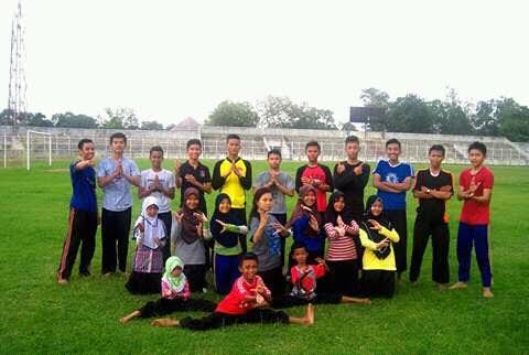 Perguruan Pencak Silat Satria Muda Indonesia (SMI) Komwil Bandar Lampung, saat melakukan sesi foto bersama di Stadion PKOR Way Halim, Kamis 31/3/2016 | Tama/jejamo.com
