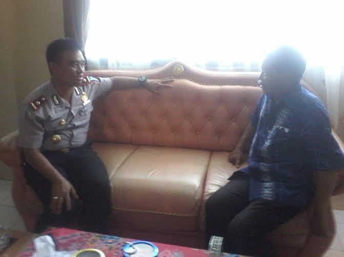 Waka Polres Way Kanan Kompol Henggar (kiri) dan Buhairi Aidi | Lia/jejamo.com